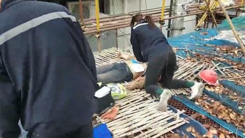 惊魂!脚手架不慎触碰高压线,南京2名民工拆卸时触电倒下