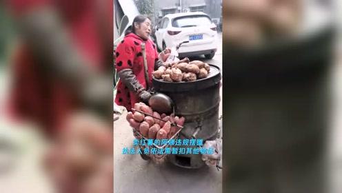 残疾商贩违规摆摊被查 城管买下残疾摊贩全部红薯