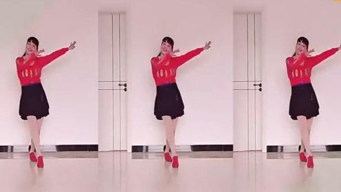 广场舞《我在KTV唱伤心的歌》简单欢快弹跳32步,歌曲动听