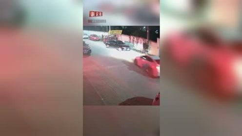 4岁男童突然冲到马路中间被撞飞 监控拍下惊险一幕
