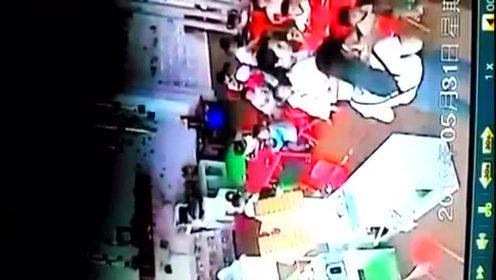 宜宾县一幼儿园2岁孩童被殴打!