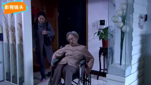 做老太太家庭护工 就是这么辛苦低三下四