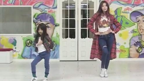 5岁小女孩和美女合跳一支舞 好看极了