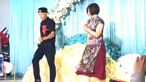 婚礼上公公婆婆跳鬼步舞,亲友都惊呆了