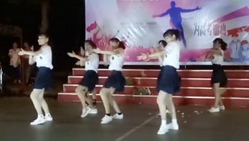 原本以为是普通的课间操音乐一响台下尖叫不断 7位美女一跳成名