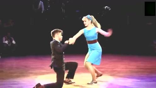 好喜欢这段双人舞,他们诠释着舞蹈的魅力,精彩至极!