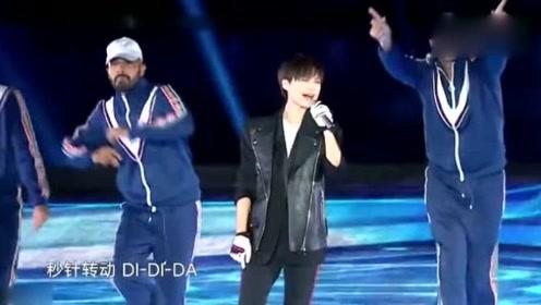 东方卫视中秋晚会李宇春献唱歌曲《下个路口见》+《流行》