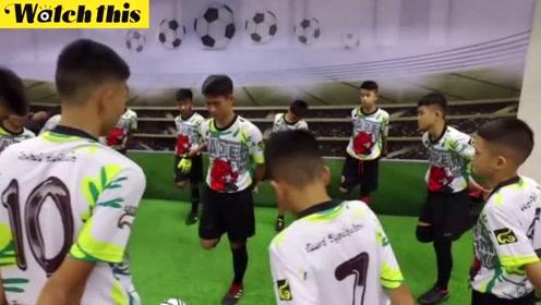 泰少年足球队出院前训练画面曝光 动作专业对足球果然是真爱