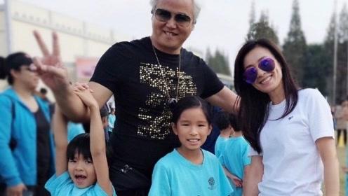 张庭和老公参加儿女学校活动 女儿乖巧儿子越来越帅气