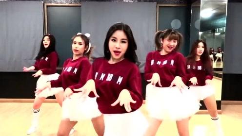 女孩跳韩国舞蹈Bboom,韩国编舞师真是牛,是个女孩跳出来都好看