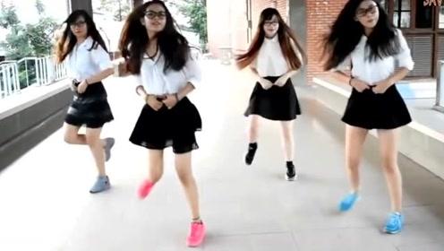 4个学生在校走廊跳鬼步舞seve,都带着眼镜,才发现眼镜女孩的魔力