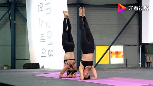 双人瑜伽体式表演,感觉还是挺不错的,一起来看看