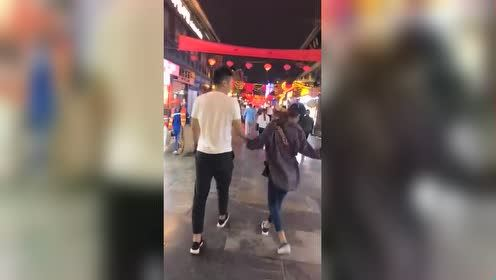 """""""女神经""""日常逛街,求男友的心理阴影面积!"""