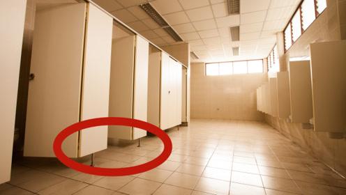 公厕隔间下方为什么会故意留缝隙?尤其是女厕,原来还有别的用途