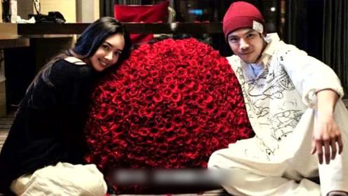 向佐520晒合照甜秀恩爱 精致妆容郭碧婷收巨束玫瑰笑靥如花