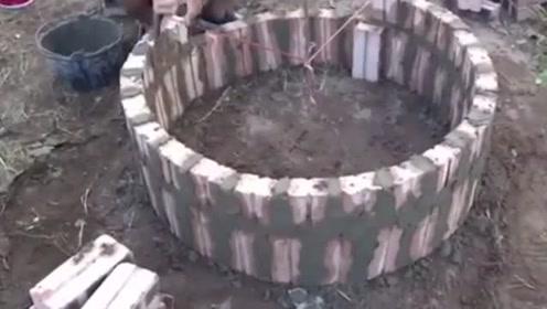 如何用砖块砌出一个圆形,老师傅这办法真是聪明,学到就是赚到