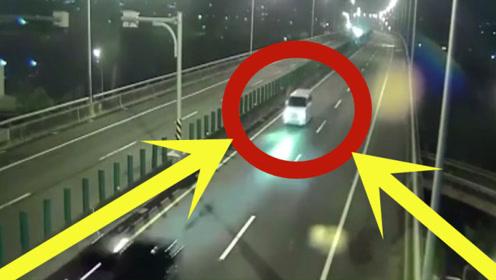 高速公路上疯狂飙车,时候查看监控,家人都惊呆了!