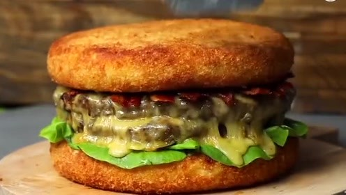 超级巨无霸芝士牛肉汉堡,看完你心动了吗?