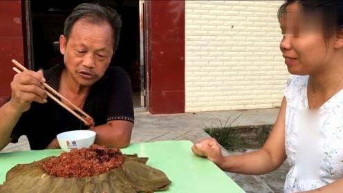 父亲节美食:农村妹子给父亲做了这道美食,父亲吃着声音哽咽了