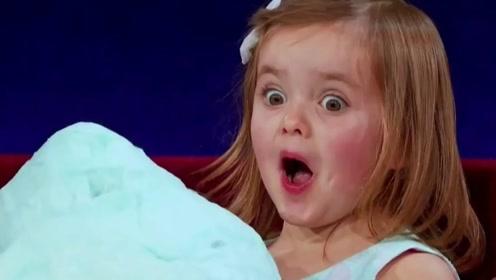 最萌小女孩将脸埋进棉花糖,一个表情有上亿播放量,忍不住姨母笑