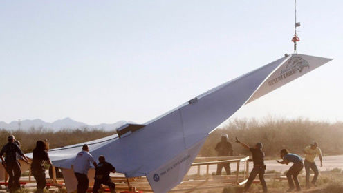 15米长的纸飞机,美国牛人放飞高空,时速高达157.7公里