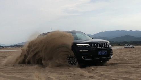 地主家的傻孩子拿了两台jeep竟然这么玩!