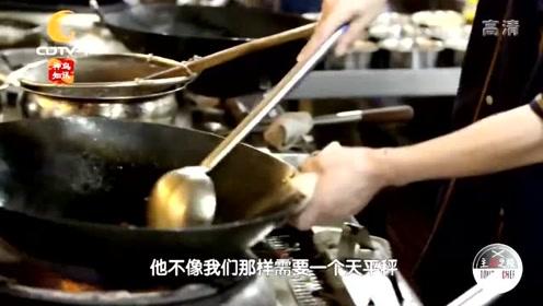 藿香鲫鱼做法展示,外国大厨感慨看花眼还不知如何做