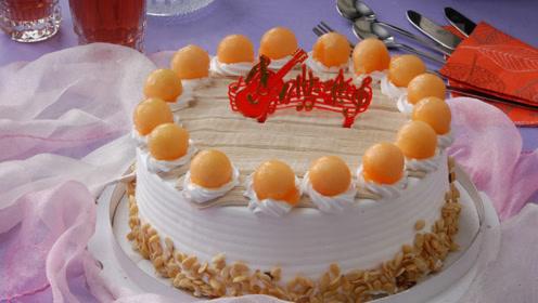 生日蛋糕还总是在切扇形?看蛋糕师亲身示范,网友:白吃那么多年