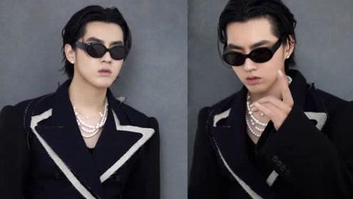 吴亦凡剪发后首次帅气亮相 主持人华少身材持续发福