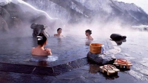 中国游客在日本泡温泉被嘲笑,看到日本人泡温泉秒懂,接受不了