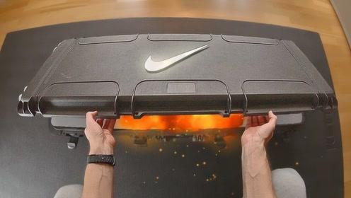 史上最华丽的耐克开箱,整双鞋子被封在冰里,冰碎的瞬间惊艳了!