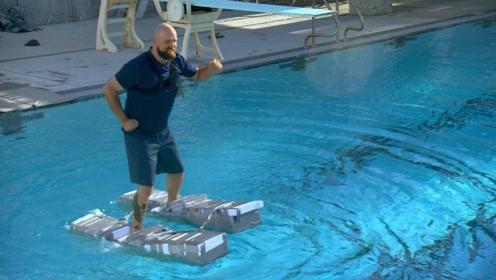 """老外用泡沫块做成""""鞋子"""",试图在水上行走,一脚下去他却哭了!"""