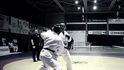 俄罗斯特种兵格斗,不知与跆拳道运动员相比,孰强孰弱?