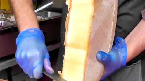 一个意大利发霉奶酪30斤,切开瞬间肚子饿了