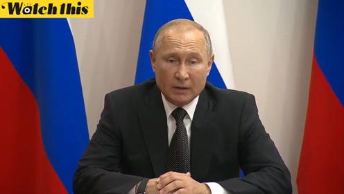 """普京授予紧急迫降飞机机长""""俄罗斯英雄""""称号 为航空公司点赞"""