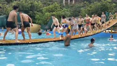 30米长网红桥上狂嗨battle!重庆人这样斗秋老虎