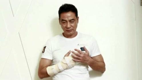 任达华伤势最新情况:肌肉变硬很难完全康复,手指将永久性留疤