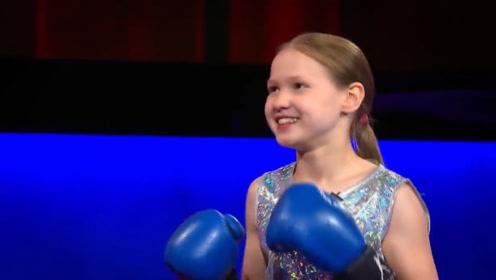 30秒出300拳的小美女!主持人接她一记重拳,被打得翻白眼!