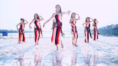 东方舞美人美如画!美丽俏佳人可能就是形容这些女孩子的,海边之舞真的动感十足
