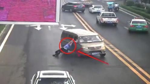 男子超员被查后驾车拖行交警200米被拘 只因不想再受到处罚