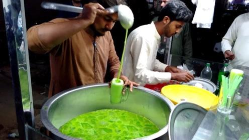 """印度最火的饮料摊?揭秘配方:一大桶绿色""""肥宅水""""和两桶牛奶!"""
