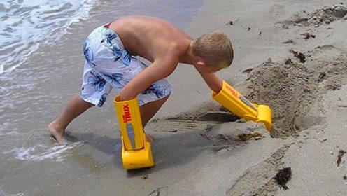 老外发明挖土神器,玩遍海滩无敌手!网友:我能挖一天!