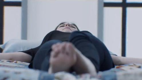 女孩被困在密室之中,每次醒来只有一分钟时间,让她逃生
