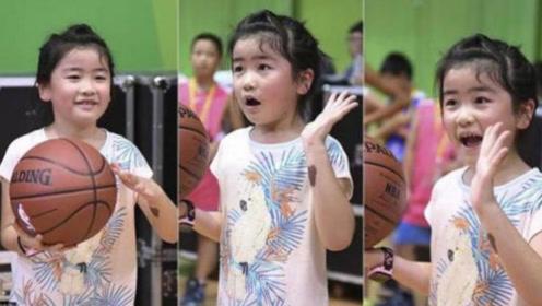 9岁姚沁蕾篮球首秀,连续投篮不进惹姚明嘲笑,身高接近1米7!
