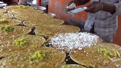 印度街头的特色早餐店,很多都是油炸食品,据说价格非常便宜