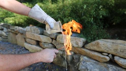 最神奇的粉末,倒入水中不止能防水,遇火还会和水一起燃烧