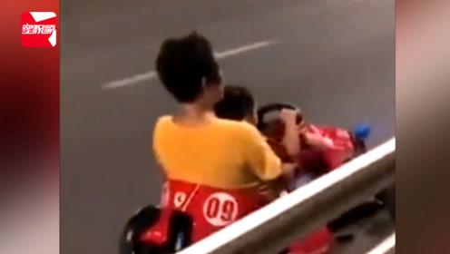 """心大!奶奶载小孩机动车道上狂飙""""卡丁车"""",网友直呼:太危险"""