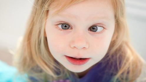 """""""斗鸡眼""""孩子越来越多,医生说都是这些玩具惹的祸"""