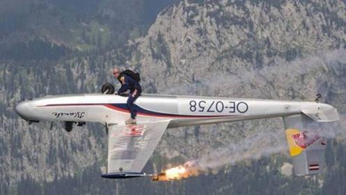 外国牛人脑洞大开,亲自试验在滑翔机上翻跟头,千米高空玩转机