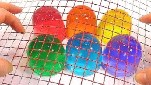 中国果冻是用来吃的,外国果冻竟是用来玩的,见过铁丝网切果冻吗